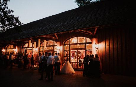 Festscheune Außenbeleuchtung Hochzeit