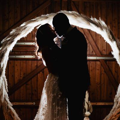 Brautpaar Lichter Winterhochzeit Hof Frien