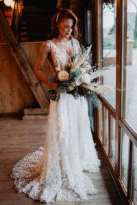 Winterhochzeit Brautkleid Trockenblumen